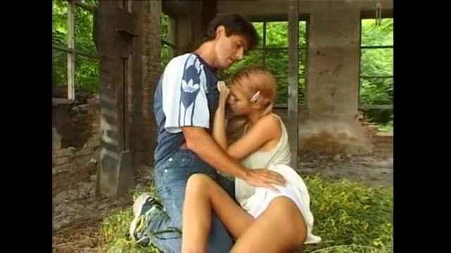 Секс в брошенном доме с мамой фото 526-555