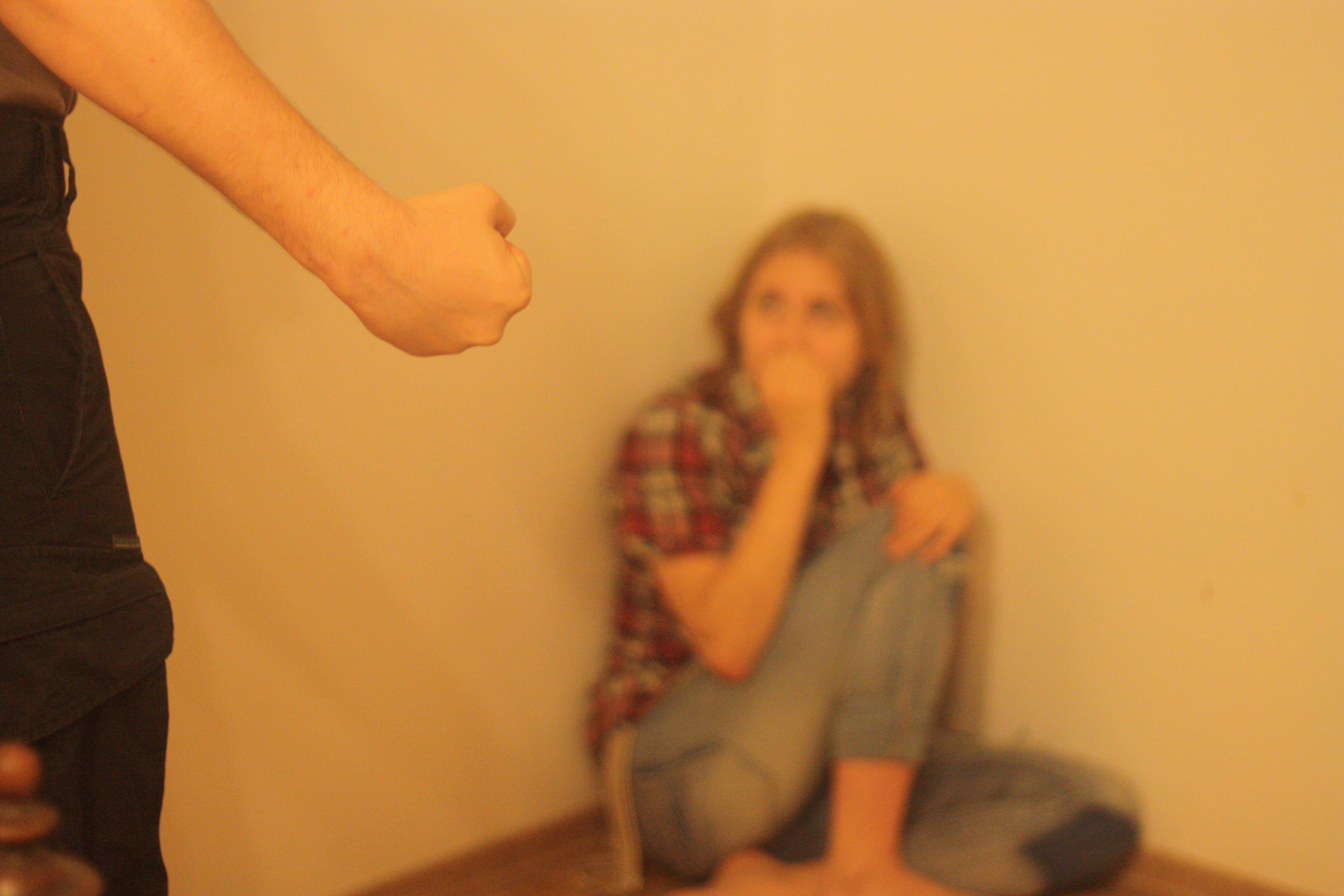 девушка терпит побои во время секса фото наших инцест