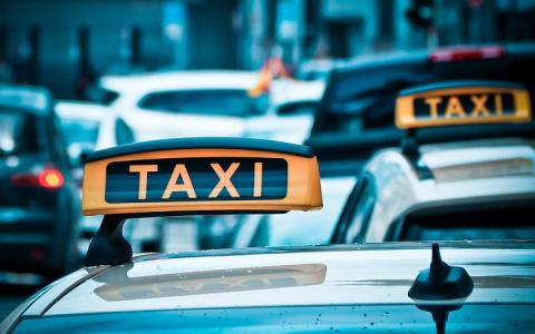 Пензенский водитель такси пистолетом угрожал клиенту за 15 рублей