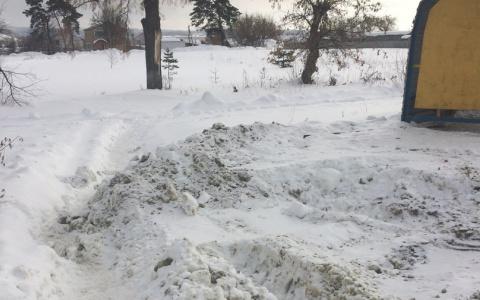 «Это чтобы не уезжали»: сельчане из Пензенской области жалуются на нерасчищенную остановку