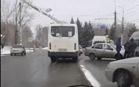В Пензе произошло тройное ДТП с маршруткой