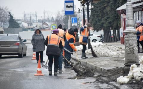 Метут, чистят, рубят: В Пензе коммунальщики вышли на уборку