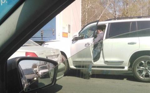 В Пензе внедорожник встретился с грузовиком