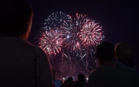 Спутник отметил 12-летие фестивалем фейерверков