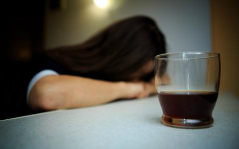 Спрашиваем нарколога: надо ли пензенцам не пить год, чтобы получить права?