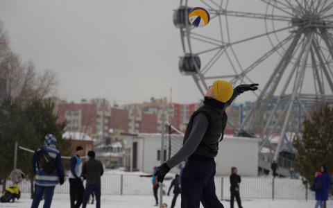 В Спутнике прошел первый в регионе турнир по зимнему волейболу