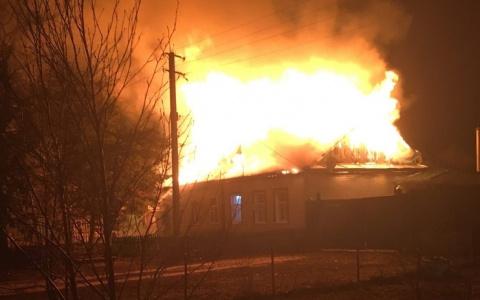 В Пензенской области сгорел двухквартирный дом