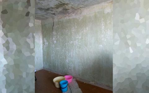В Пензе в многоквартирном доме несколько дней протекает крыша – видео