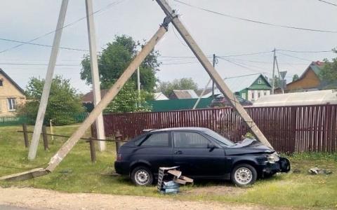 Пензенец врезался в столб на улице Ленина