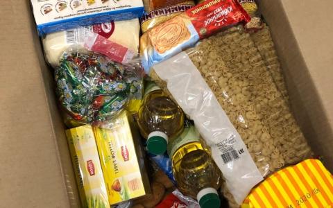 Пензенцам доставляют домой продуктовые наборы: кто попал в список?