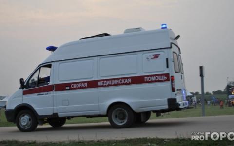 В Пензенской области иномарка влетела в дерево, два человека погибли