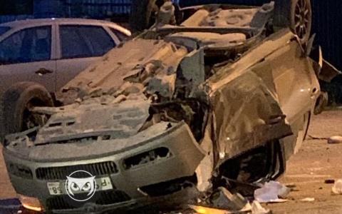 В Пензе «Шкода» после аварии перевернулась прямо на дороге