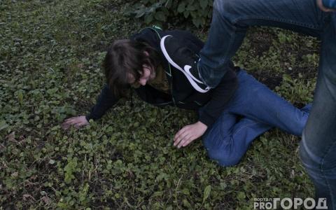Прокуратура заинтересовалась дракой подростков, заснятой в лесу