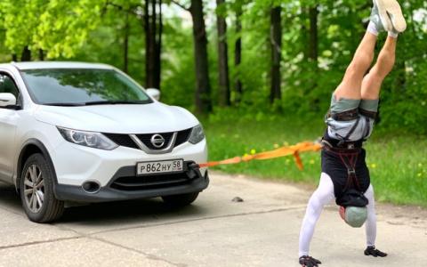 В книгу рекордов: спортсмен из Пензы рассказал, как протащил 3 авто, идя на руках