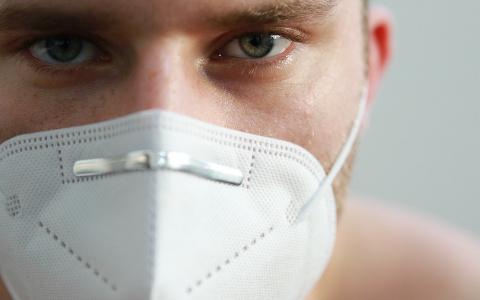 Болен ковидом, но тест отрицательный: о подвохе предупреждает Минздрав
