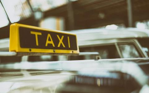 """""""Приедет развалюха и заплатишь больше"""": кому не повезет из-за новинки у таксистов"""