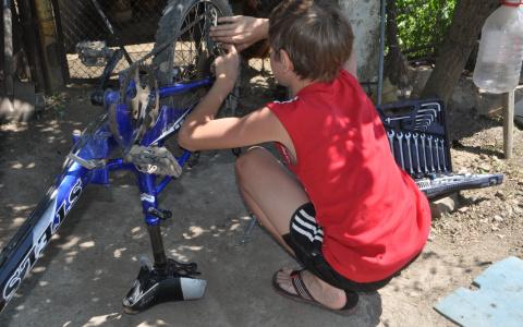 В Пензе мальчику, застрявшему в велосипеде, понадобилась помощь