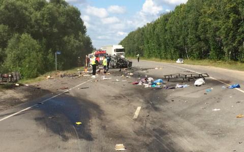 Жуткое ДТП в Пензенской области: два взрослых и два ребенка погибли в загоревшейся машине