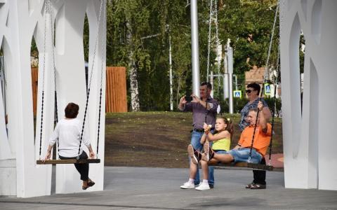 Быстро и оперативно: пензенцев порадовали ремонтом качелей на Фонтанной площади
