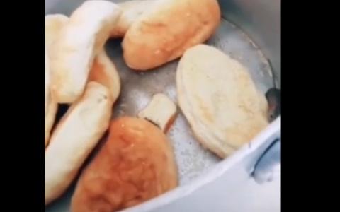 """В Пензе студенты сняли видео в столовой колледжа, где мышка """"покоряет"""" пирожки"""