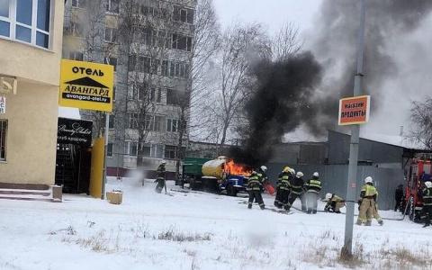 В Пензе на улице Лядова горит грузовик с цистерной: подробности