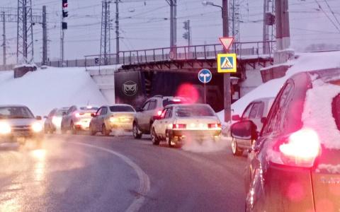 В Пензе фура перекрыла движение на дороге