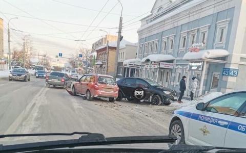 Пензенцы сообщают об аварии на улице Суворова