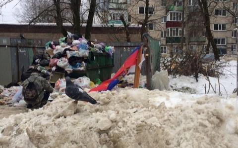В Пензе на мусорку выкинули государственный флаг