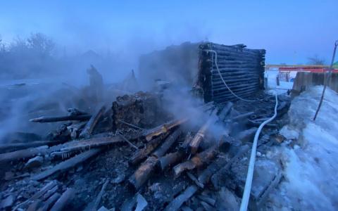 «Погибли мать и сын»: появилось видео с места смертельного пожара под Пензой