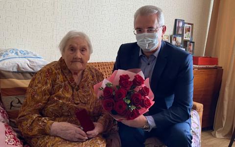 Губернатор поздравил 103-летнюю пензячку с Днем рождения