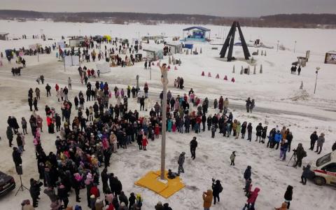 В Спутнике весело проводили зиму на Масленицу