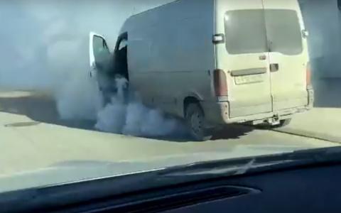 В Пензе на улице Окружной загорелся автомобиль