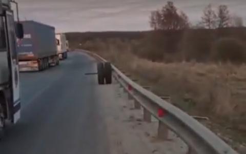 Пассажиры были в панике: у автобуса под Пензой на ходу вылетело колесо