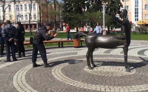 Полиция Пензы разыскивает участников «перфоманса» со статуей кентавра