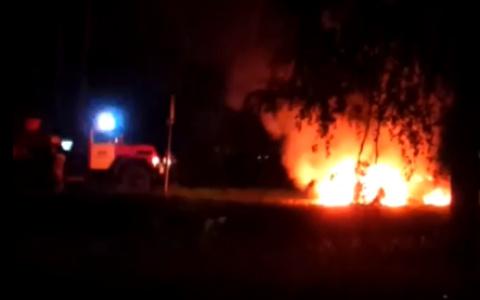 Под Пензой ночью вспыхнул легковой автомобиль - видео