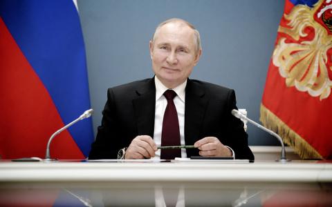 Путин поручил расширить выплаты на детей