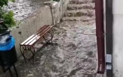 «Мы тонем»: улицы Пензы залило после очередного дождя