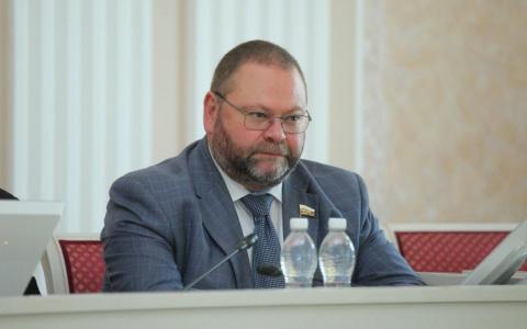 Мельниченко предложил изымать и выставлять на аукцион неиспользуемые земли