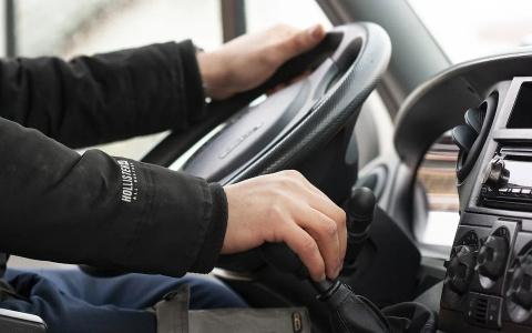 Разговоры водителей по телефону начнут визуально фиксировать