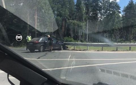 На трассе в Пензенской области легковушка «влетела» в отбойник