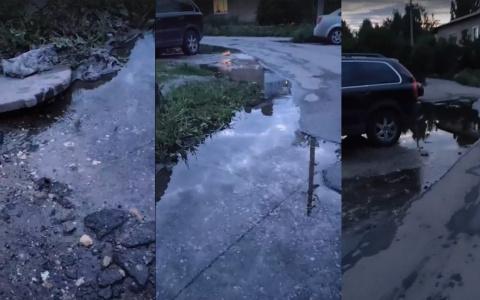 Пензенцев возмутил фонтанирующий у дороги колодец