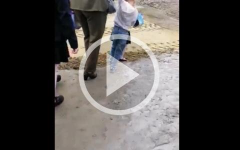 «Новые туфли были испорчены»: в День знаний пензенцы шли на линейку по грязи и лужам