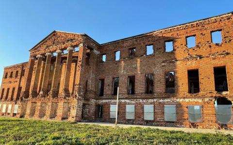 Наши дни: разграбили величественный дворец «брильянтового князя» в Пензенской области