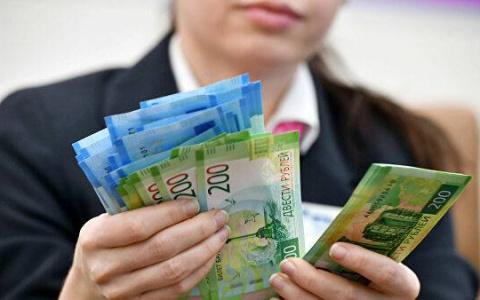 В Минтруде рассказали о повышении зарплат в 2022 году