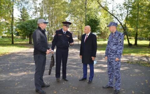Замглавы Пензы оценил антитеррористическую безопасность школ