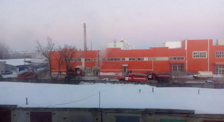 В Кузнецке 22 спасателя тушили пожар на складе торгового центра