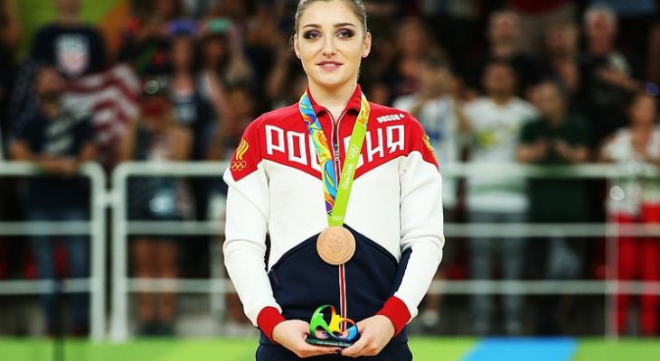 Гимнастка Мустафина помогла России завоевать серебро на чемпионате мира