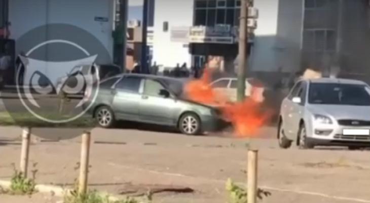 В Пензе на улице сгорела машина