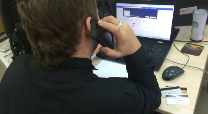 Могут отбирать мобильный: Роструд рассказал о запрете на разговоры в рабочее время