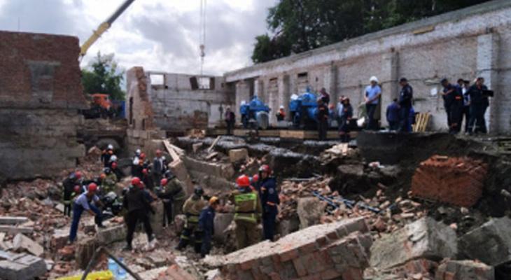 """""""Под завалами находятся люди"""": в Новосибирске рухнула стена во время реконструкции"""